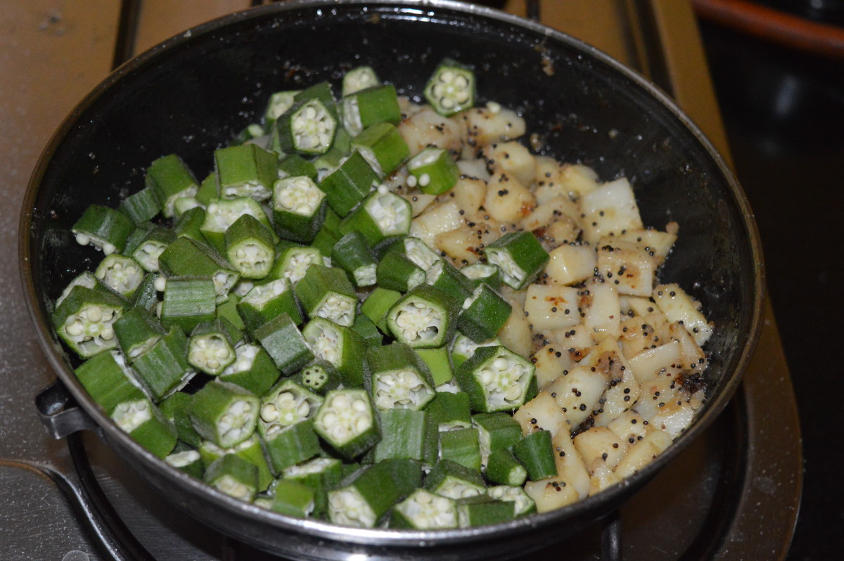 Step three: Add okra, dry spice powder, turmeric powder, and a little salt.