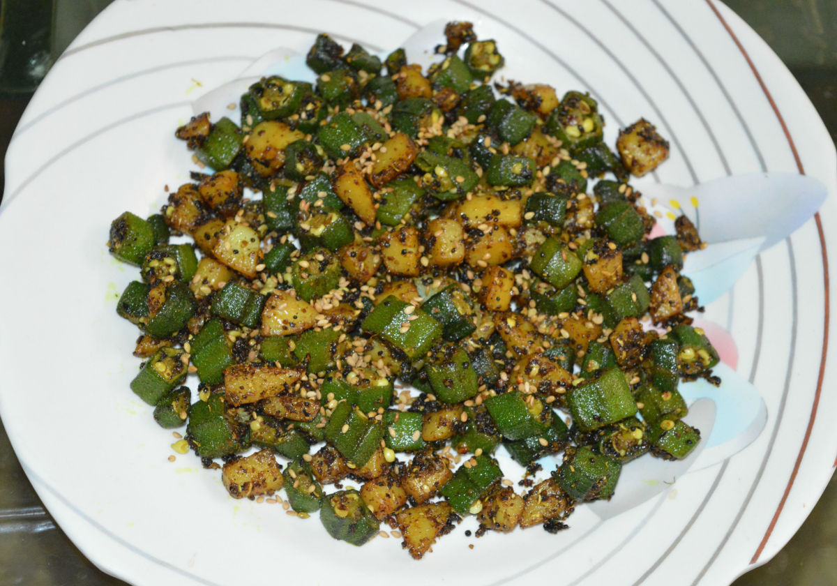 Okra and potato hash is ready to serve! Sprinkle toasted sesame seeds just before serving. Enjoy as an appetizer or a side dish.