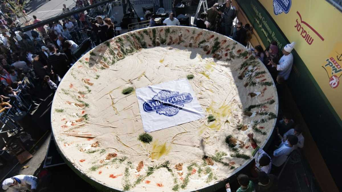 The Israeli 4,082 kilogram plate of hummus