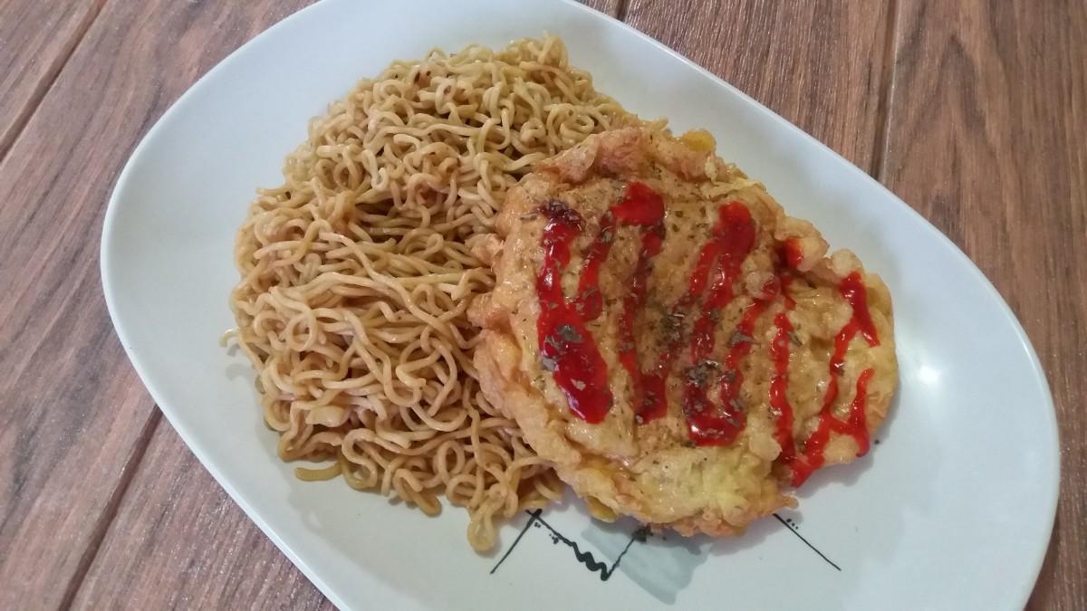 Thai street food pork omelet