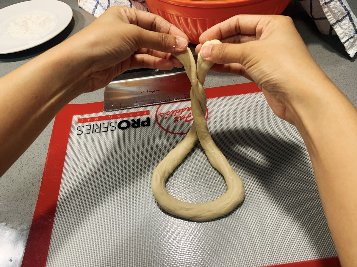 Shape the rope into a pretzel shape.