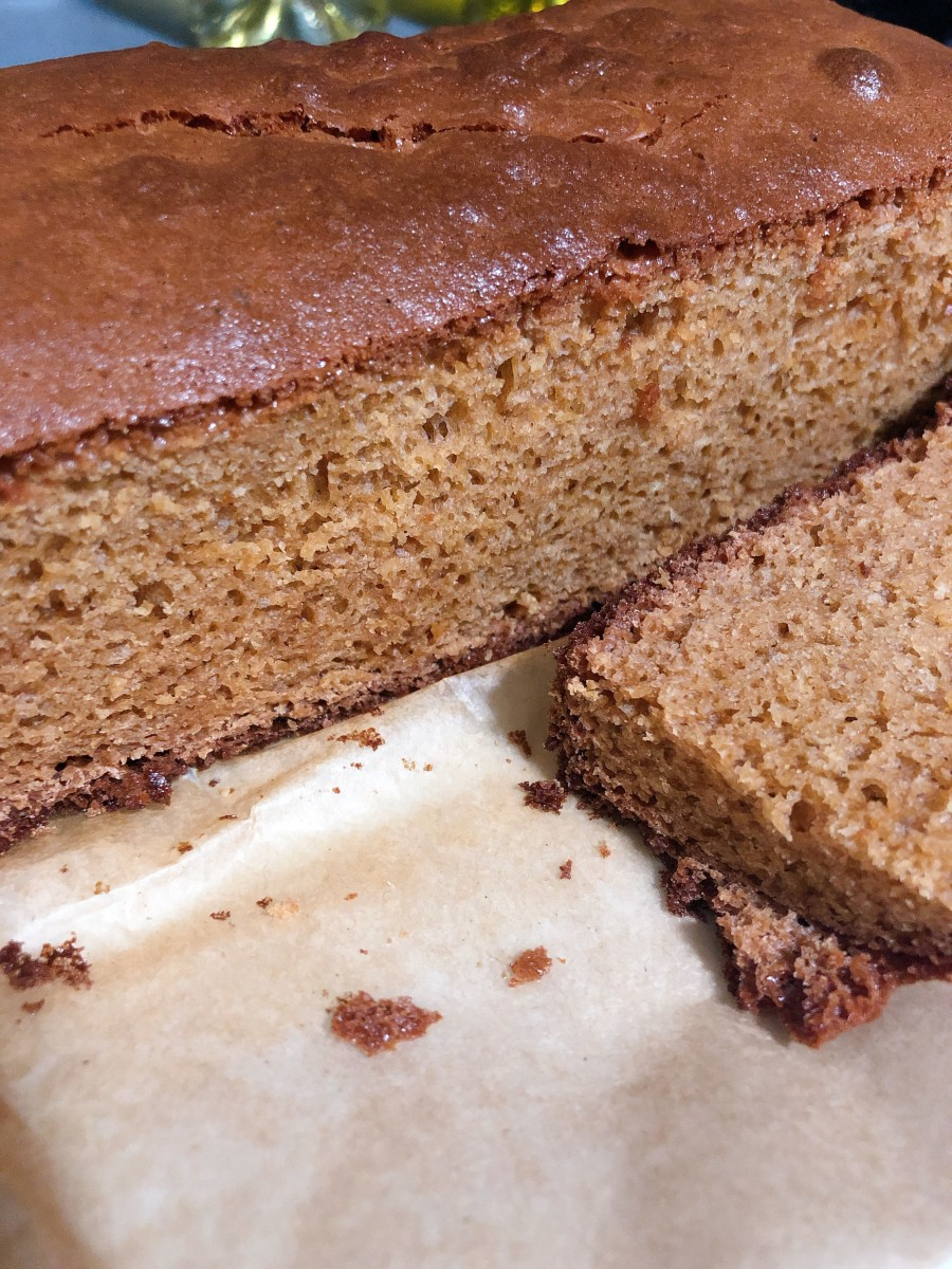 Let the cake cool before cutting and serving. Enjoy with coffee or tea.