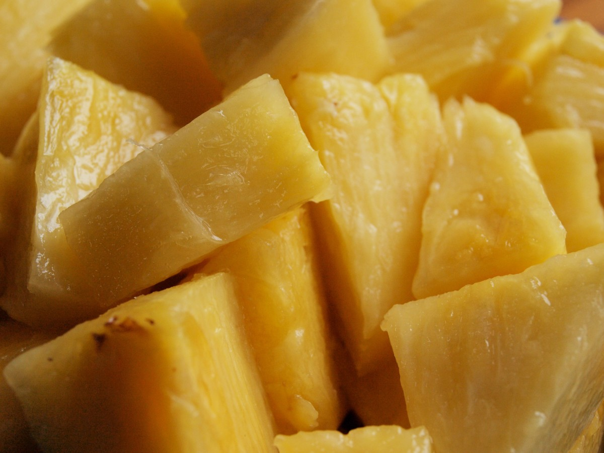 For this recipe, you can use either fresh or canned slices of pineapple.