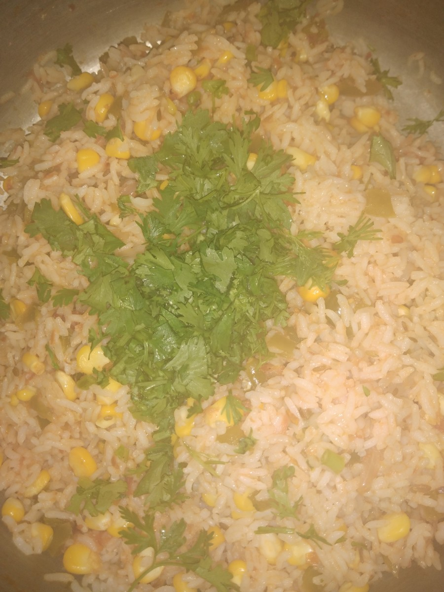 Garnish with finely chopped fresh coriander leaves.