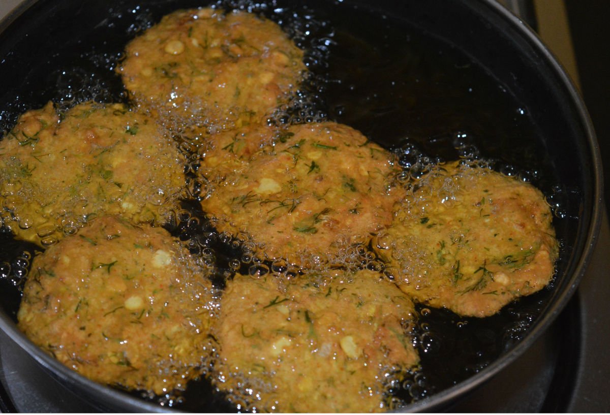Fry them on moderate heat until they become crispy and golden brown. Frying a batch takes about 7 to 8 minutes.
