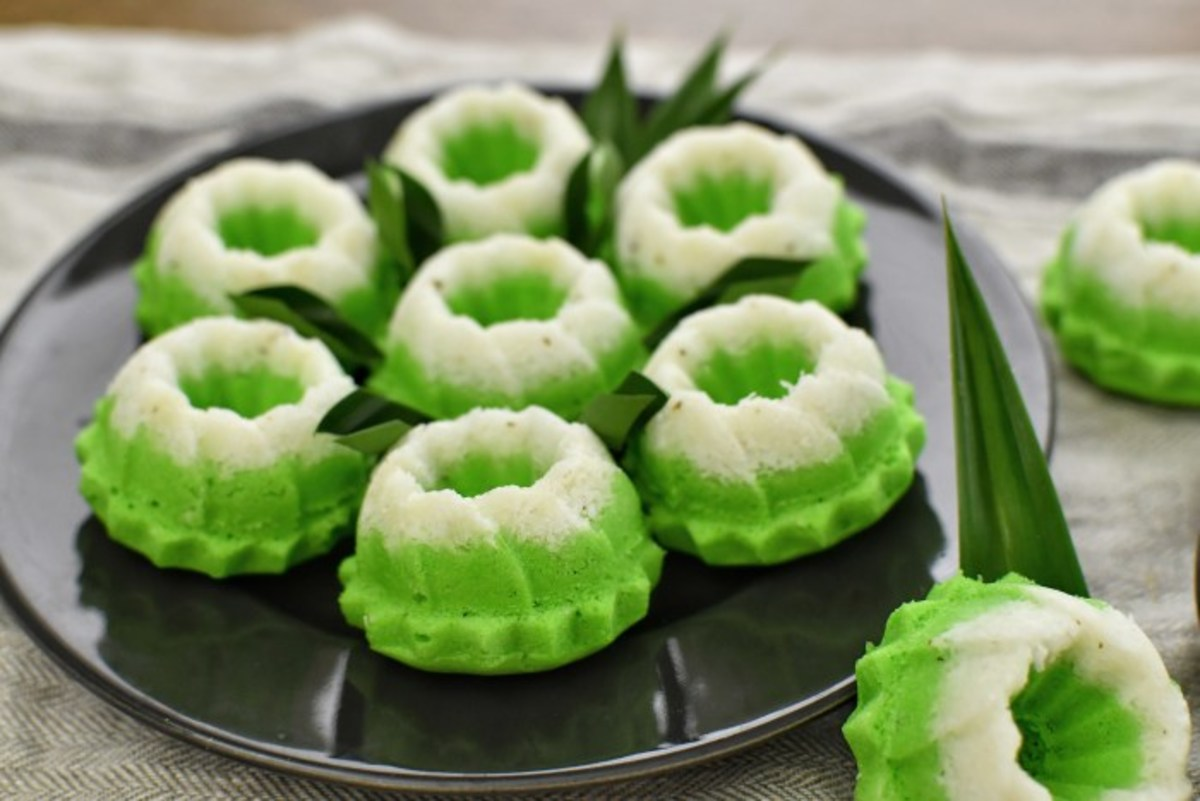 Traditional steamed pandan coconut cakes look like this.