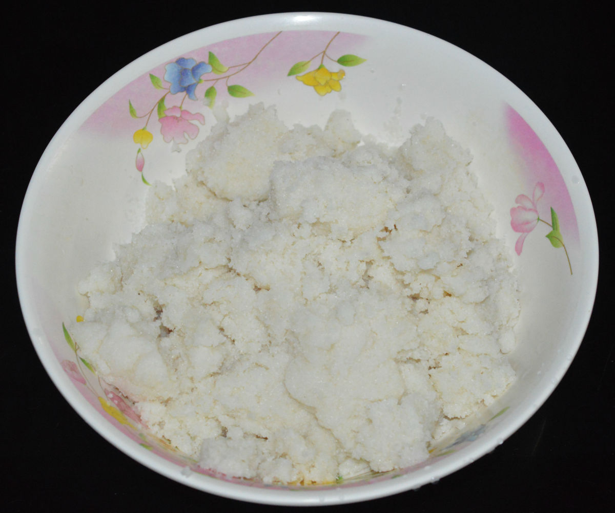 Step 1: Wash the rice semolina in water. Soak it in warm water for 10 minutes. Squeeze the water out.