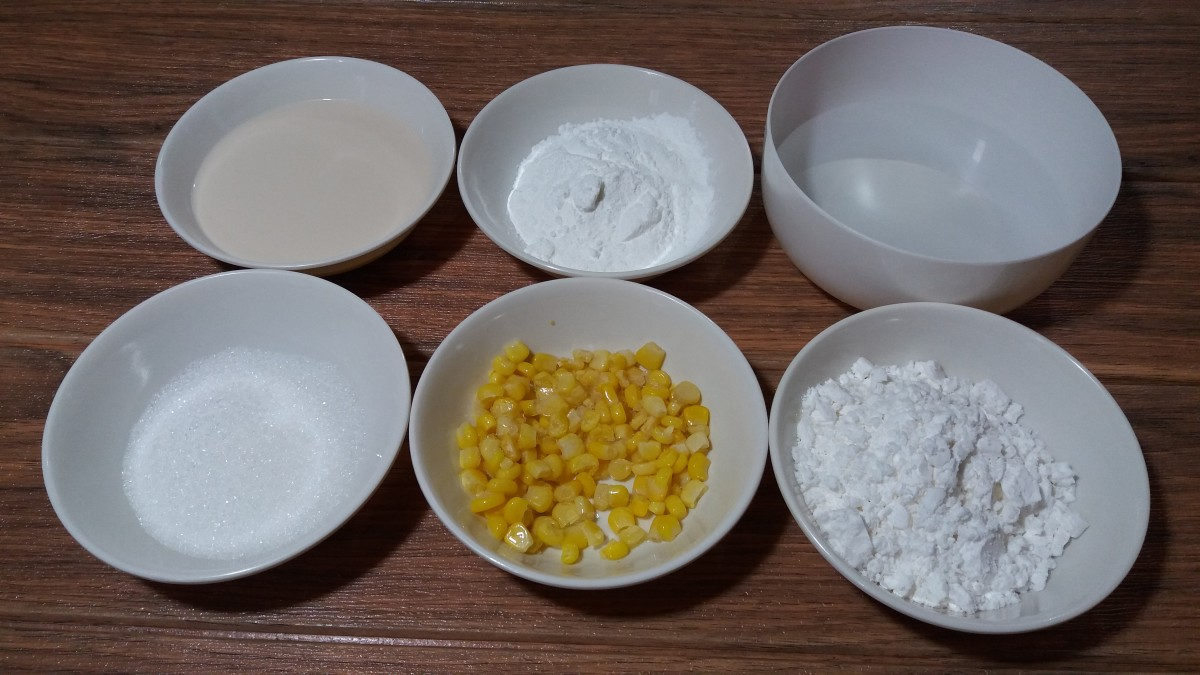 The ingredients for the maja blanca and topping.
