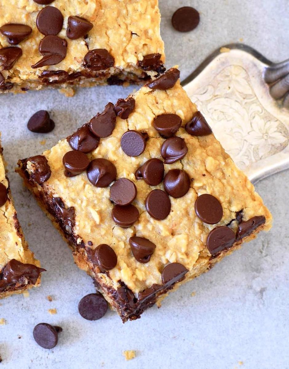 Vegan oatmeal-chocolate chip bars