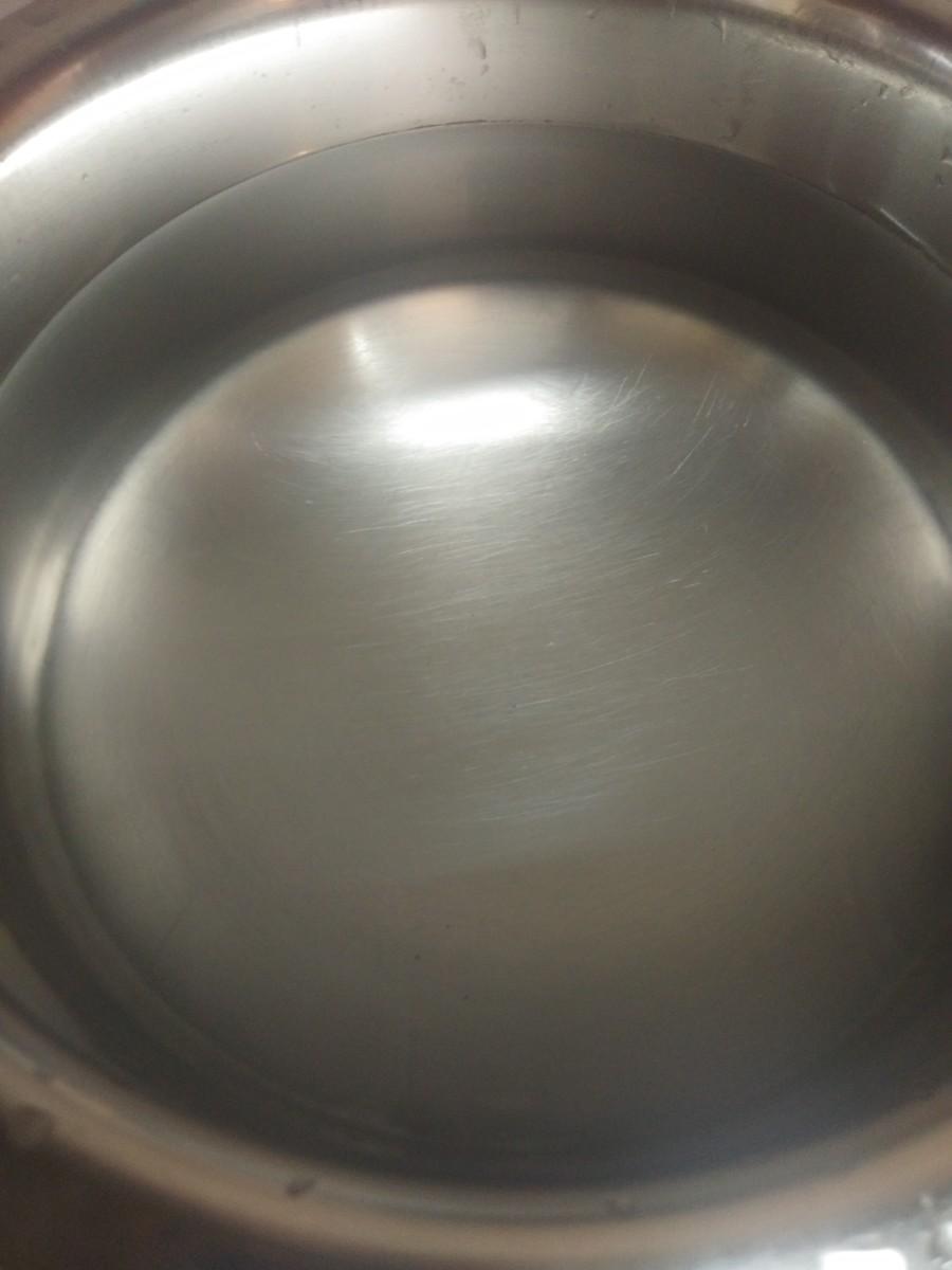 In a wide pan or vessel, add water.