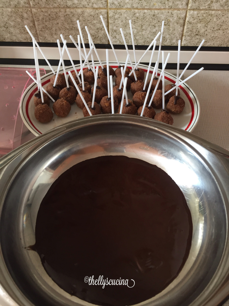 Melted semi-sweet dark chocolate couverture and cake pops.