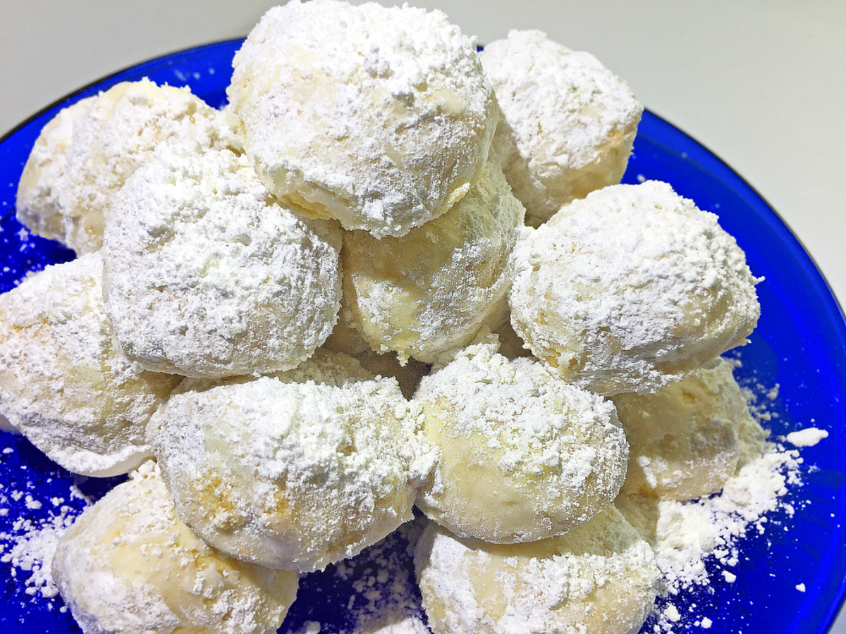 When it comes to macadamia nut snowballs, it's hard to resist the urge to devour as many as you can!