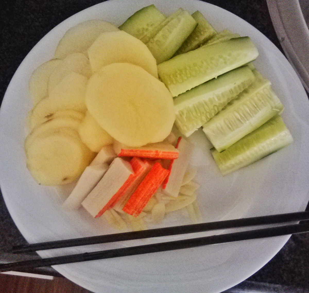 This how my Chinese friend sliced the potato, it's so thin that it will cook in 2 minutes. She also sliced crab sticks and luffa gourd.