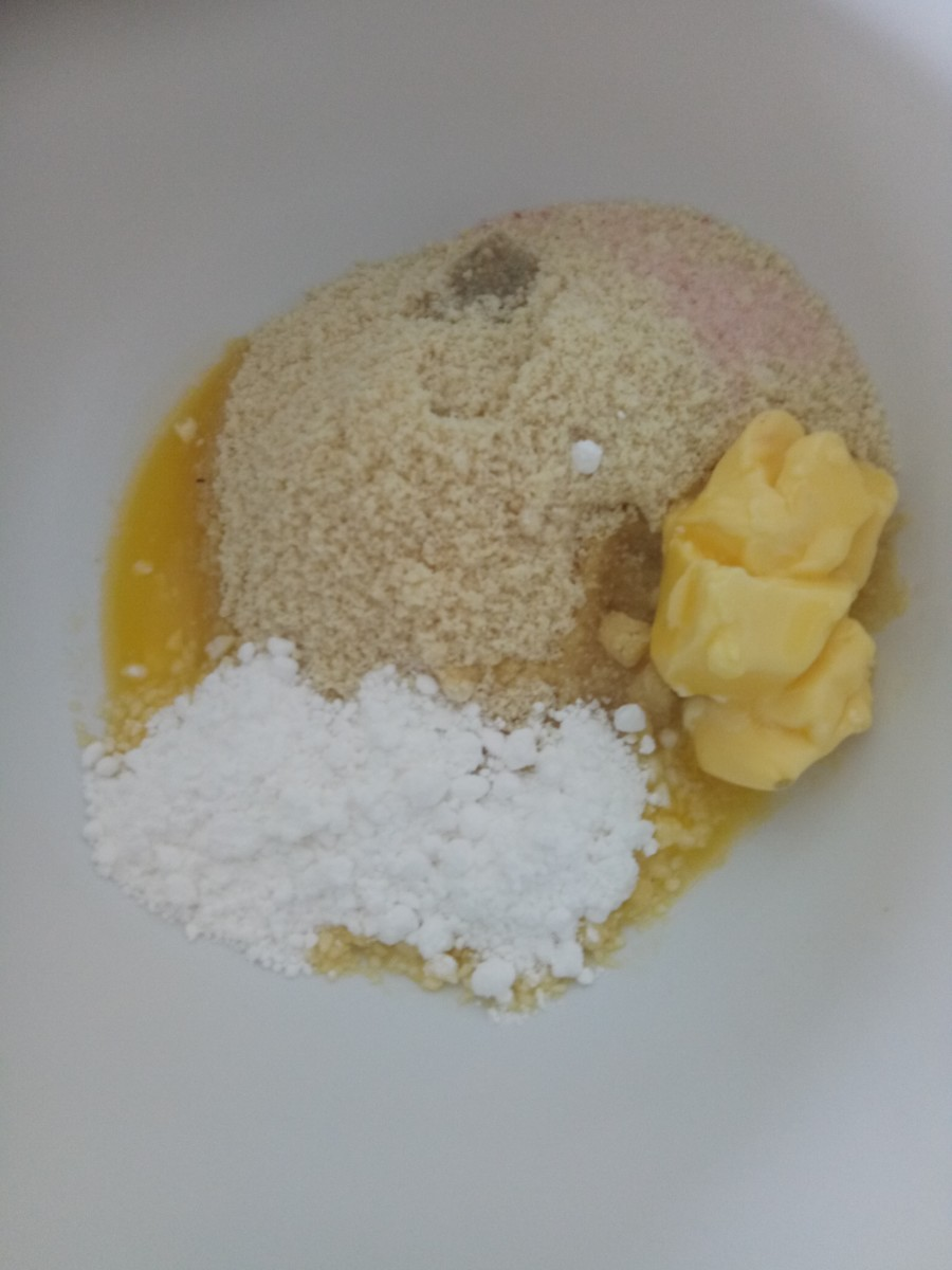 Almond flour, butter, icing sugar, salt and vanilla essence ingredients.