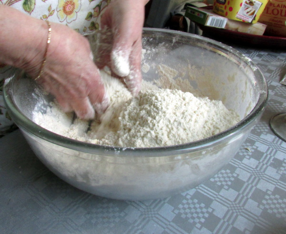 Mix the flour, dried yeast, sugar and salt.