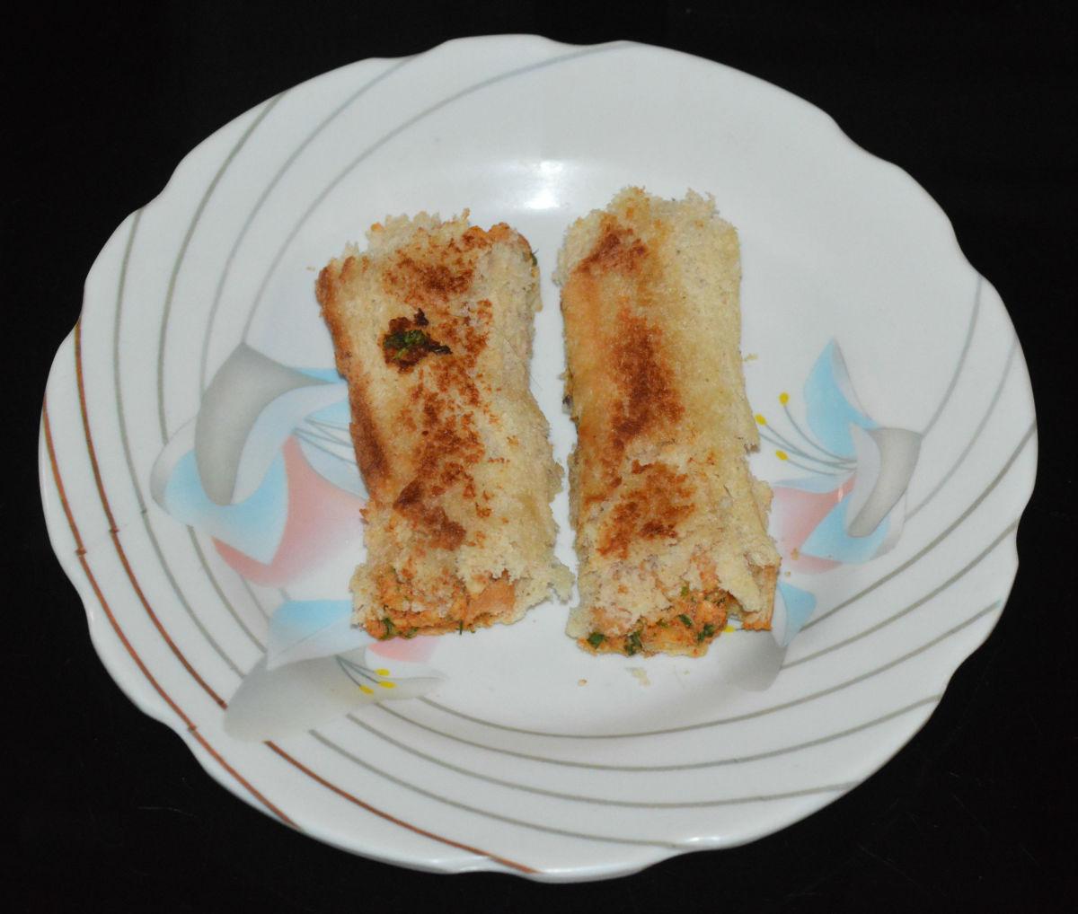 Paneer bread rolls, ready to eat!