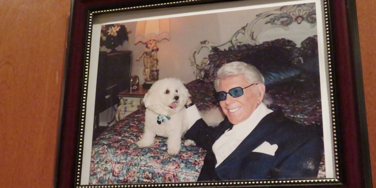 Photo on the wall of Marvin Zindler and his dog