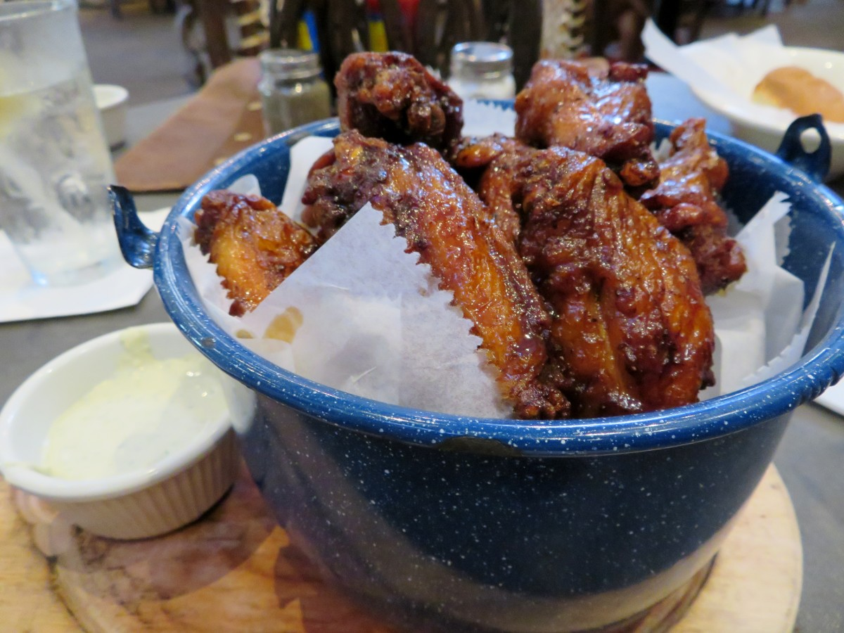 Smoked chili wings tossed in a black sauce and served with a creamy blue cheese dressing. Spicy and good!