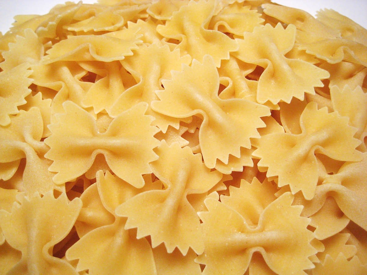 What kind of pasta should you use?Trick question; you can use any kind you want! I personally prefer shells and bow tie because their folds allow them to hold more sauce, but it works great with angel hair or spaghetti.