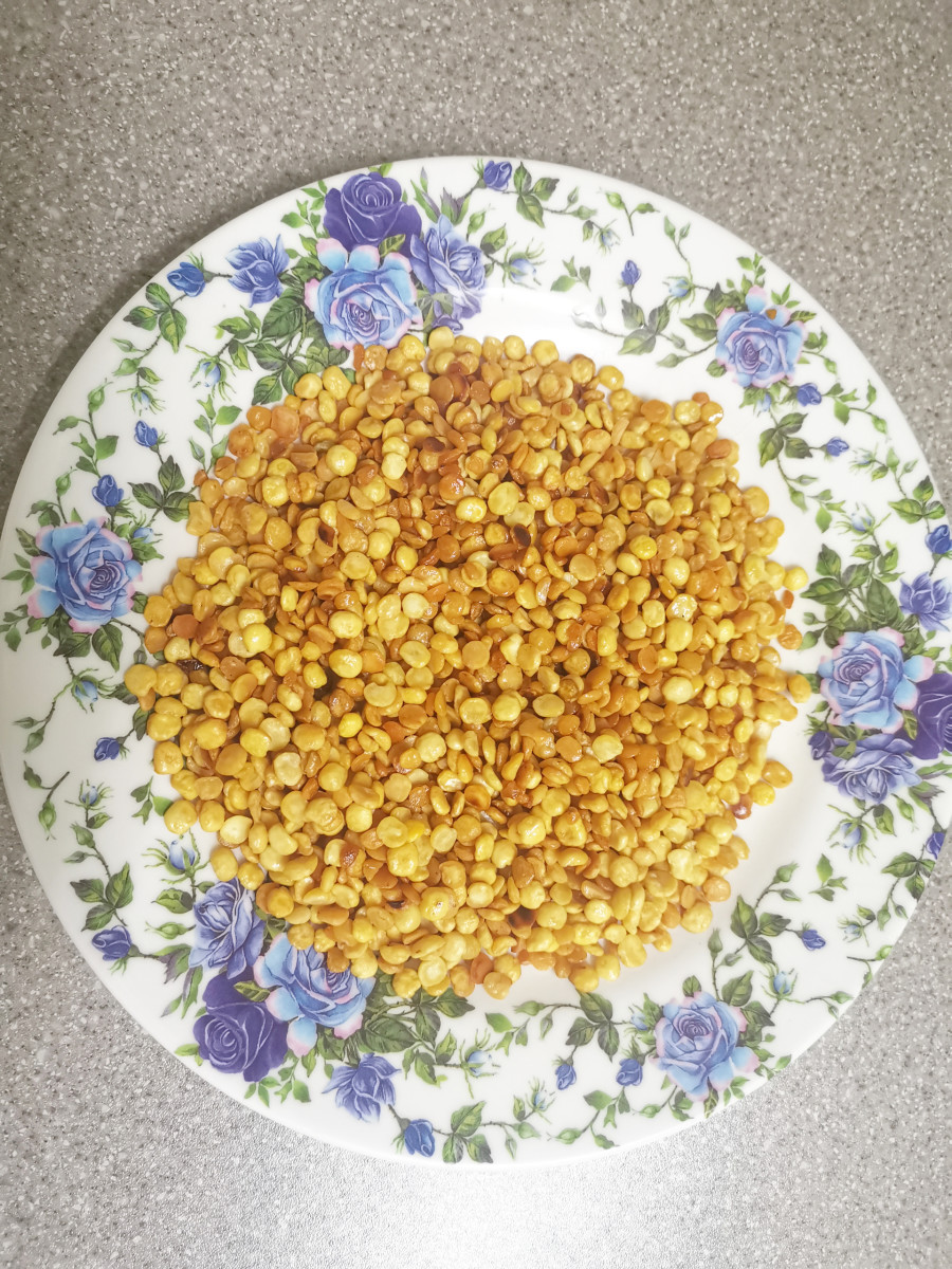 Roasted split chickpeas (chana dal)