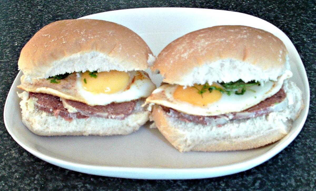 Corned beef and spicy fried eggs in bread rolls