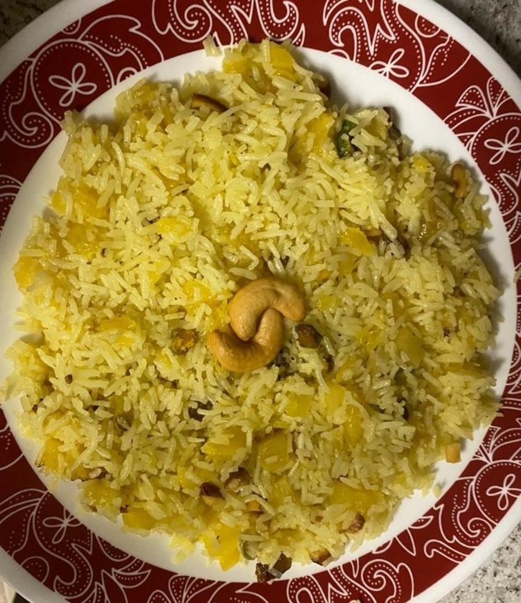 Pineapple sweet rice with added nuts