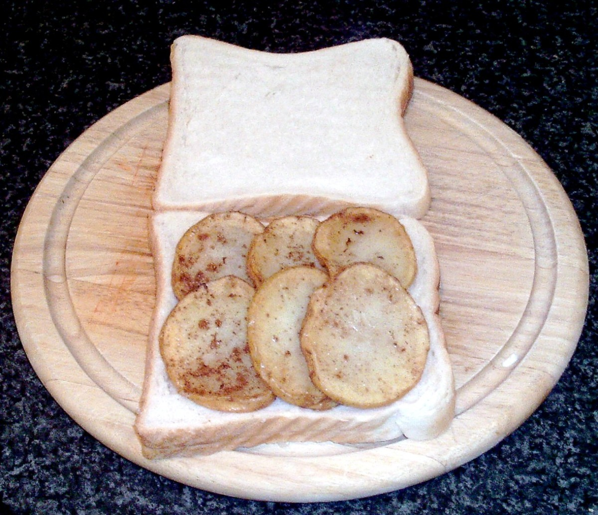 Potatoes are arranged on one slice of bread