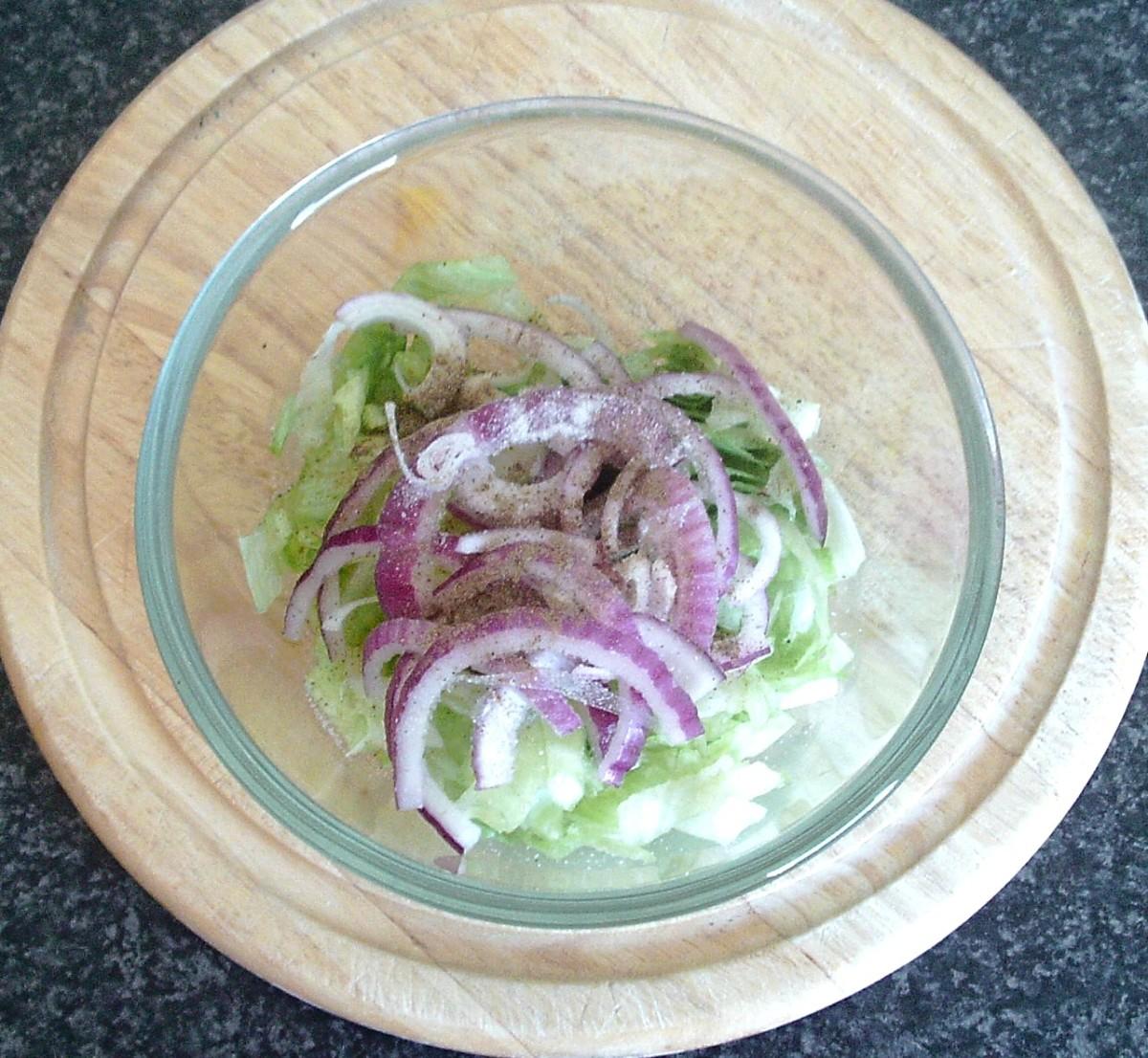 Seasoned lettuce and onion