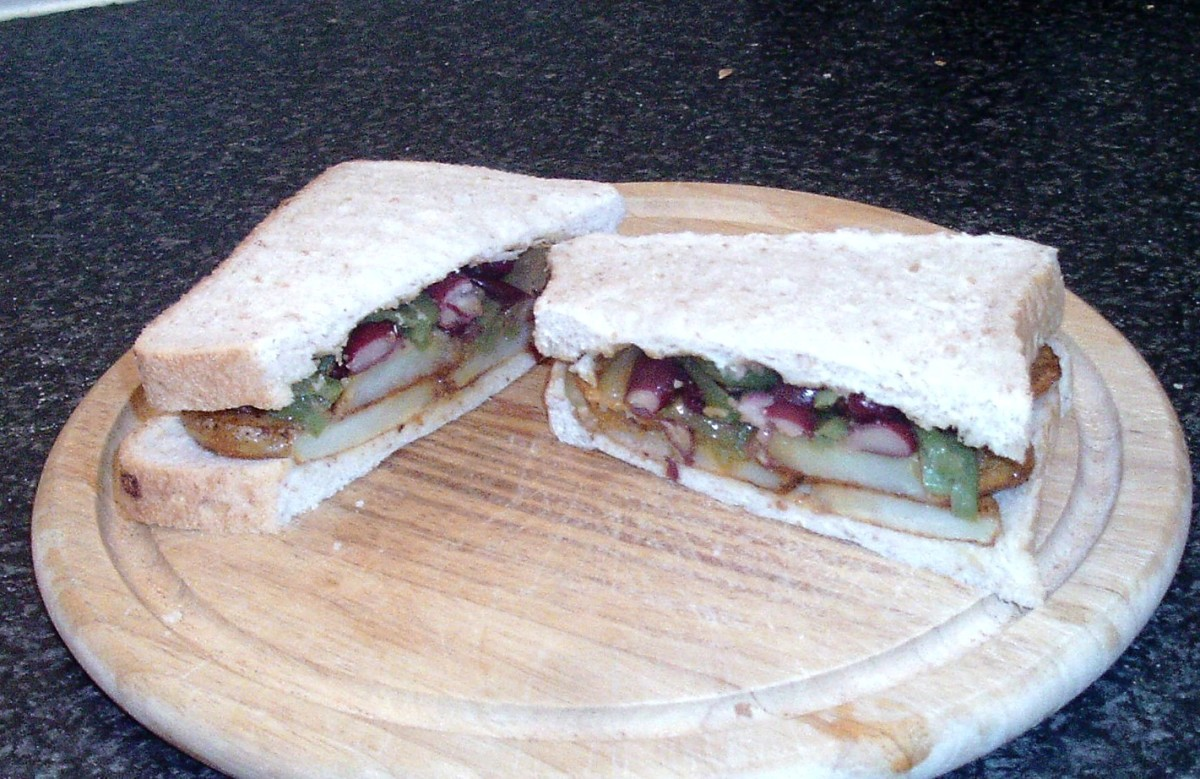 Fried Potatoes and Spicy Mixed Beans Sandwich
