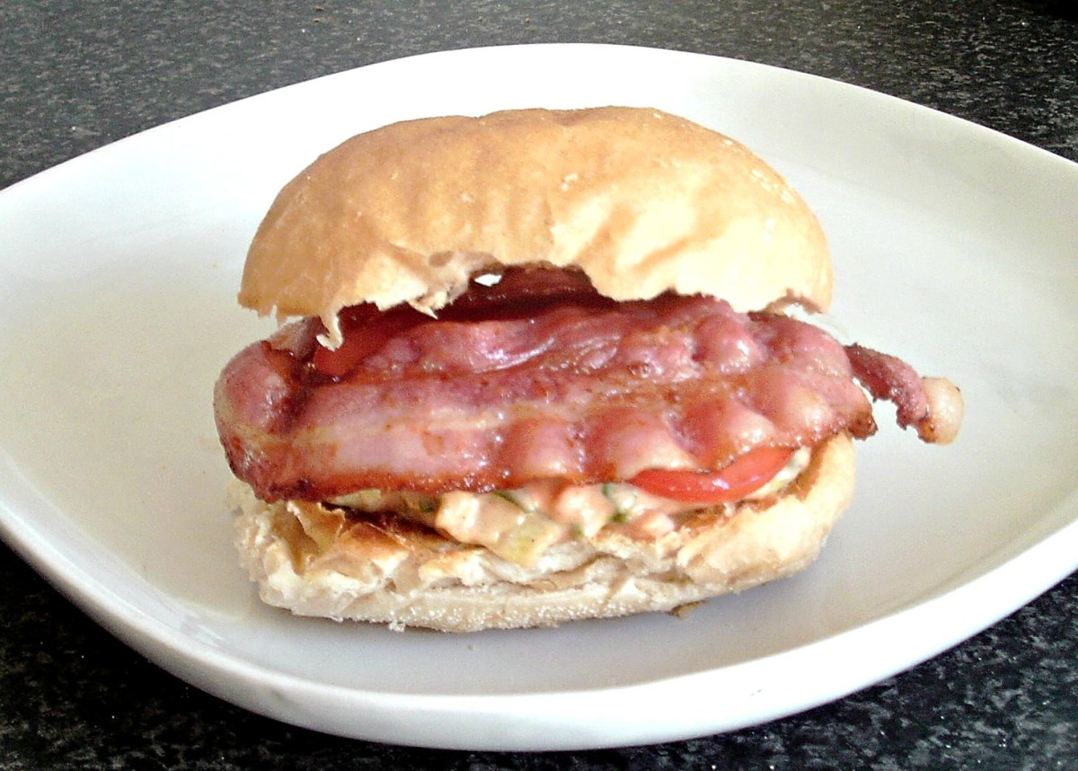 BLT with red onion and chilli sauce