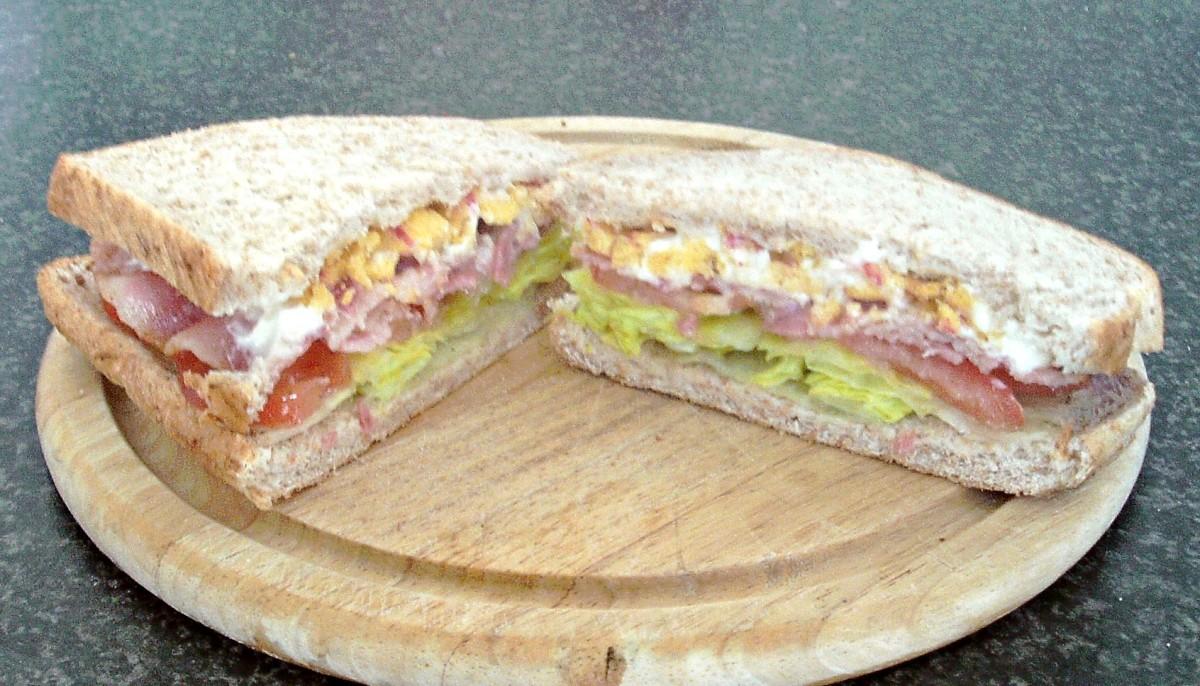 BLT with garlic mayo and crispy bacon corn snacks