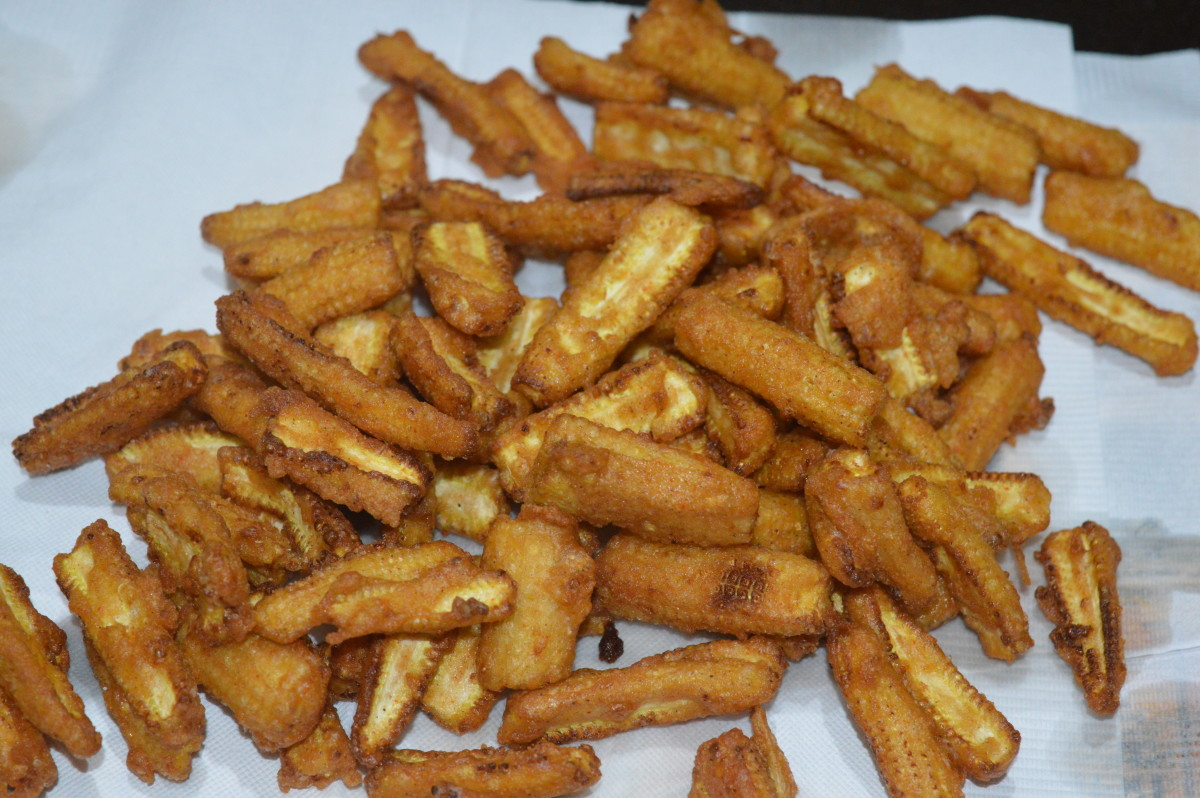 Transfer the fried baby-corn to an absorbent paper towel.