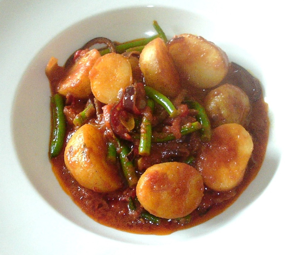 Biryani spiced potato and green bean curry