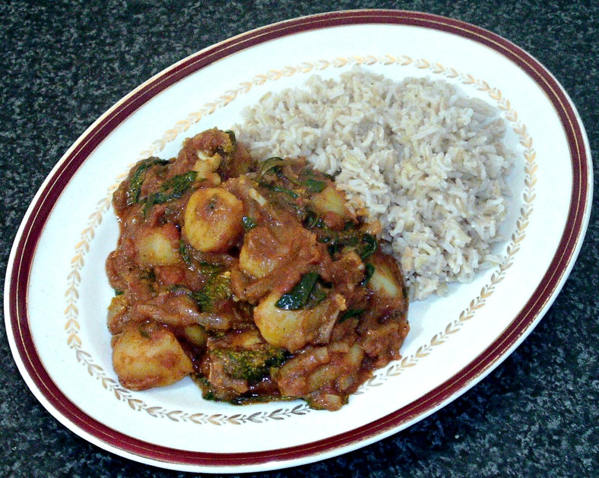 Potato, broccoli and spinach vegetarian curry with brown rice
