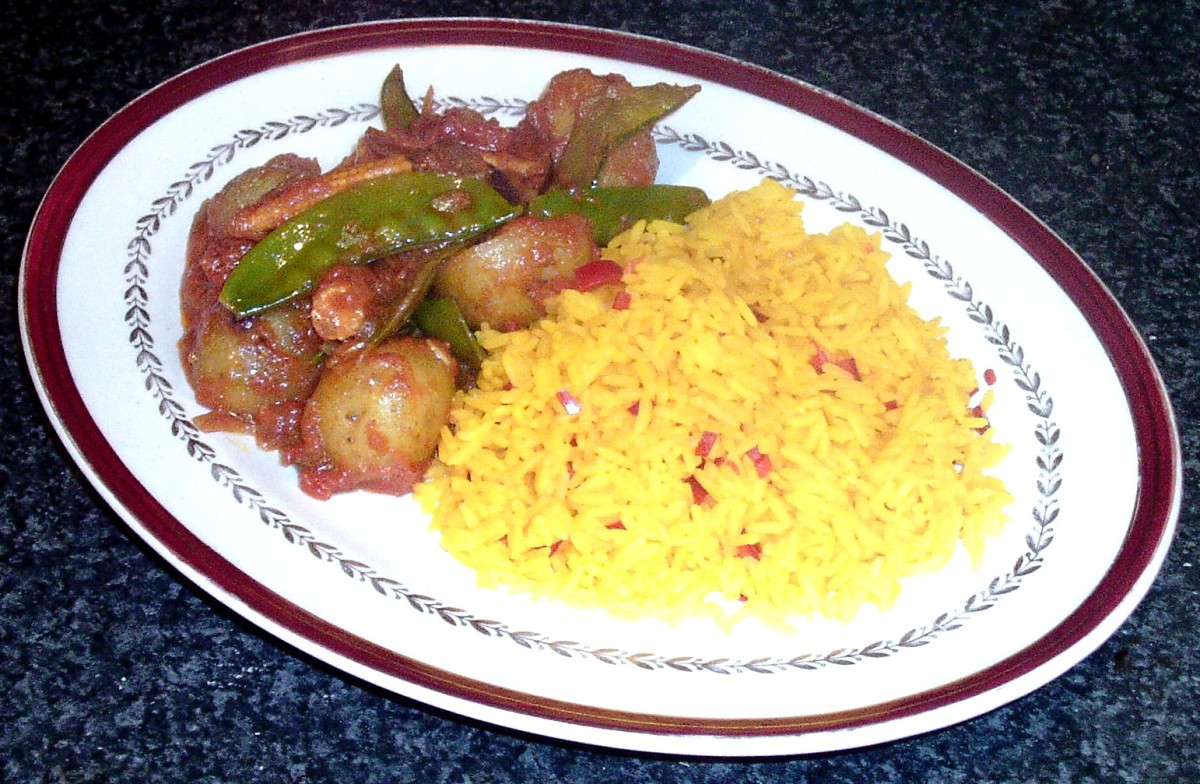 Potato, mangetout and baby sweet corn curry with chilli and turmeric rice
