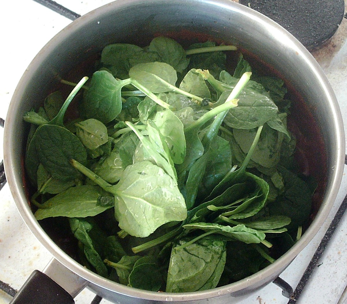 Spinach is added to curry sauce