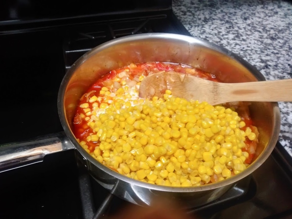 Add the corn and the milk with the diluted cornstarch and continue to stir well.