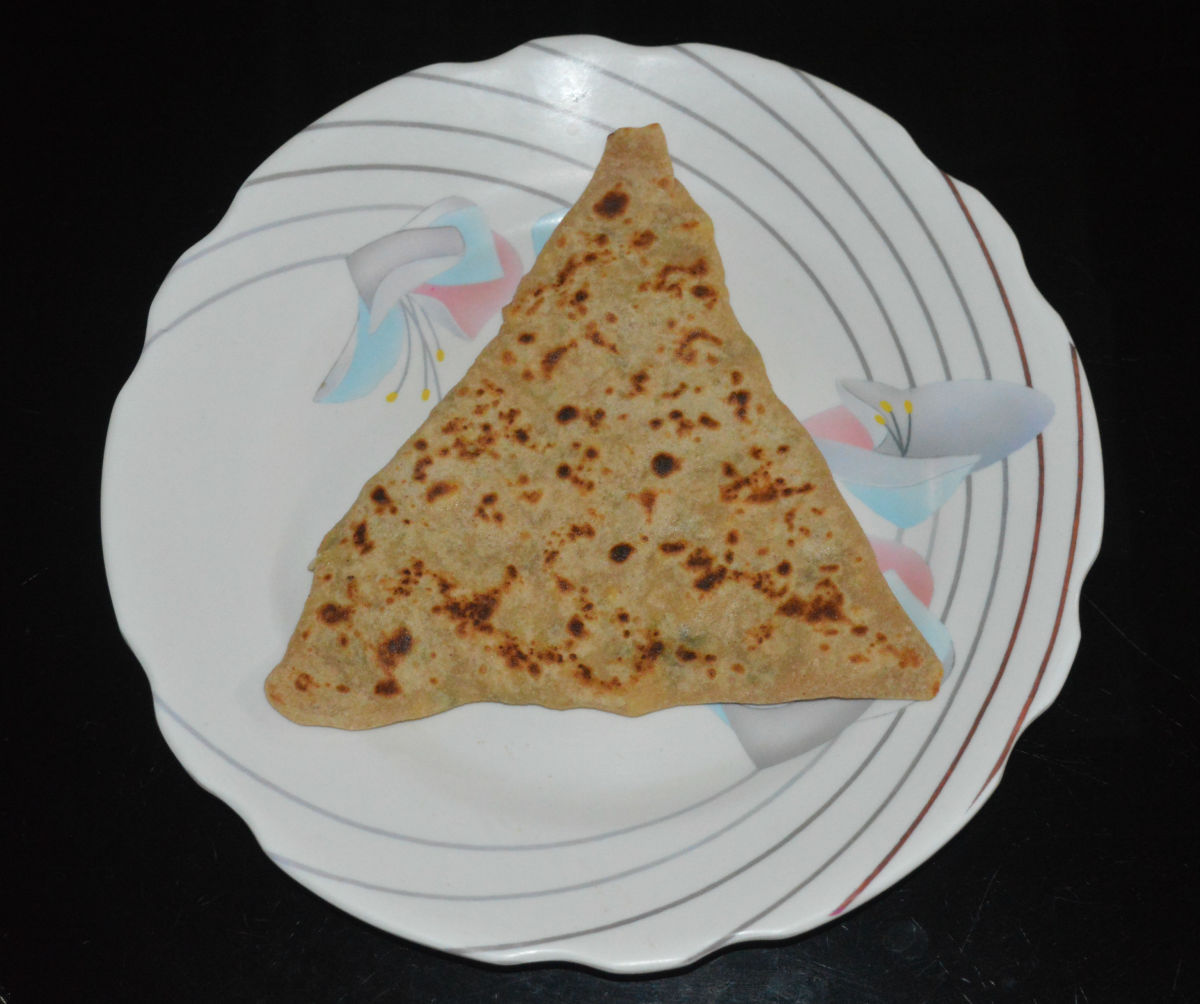 Transfer the cooked paratha from the pan and place on a serving plate. Similarly, make all the parathas. You can make 8 parathas in this recipe.