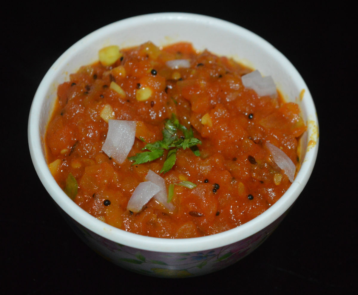 Garnish with chopped coriander leaves and onions.