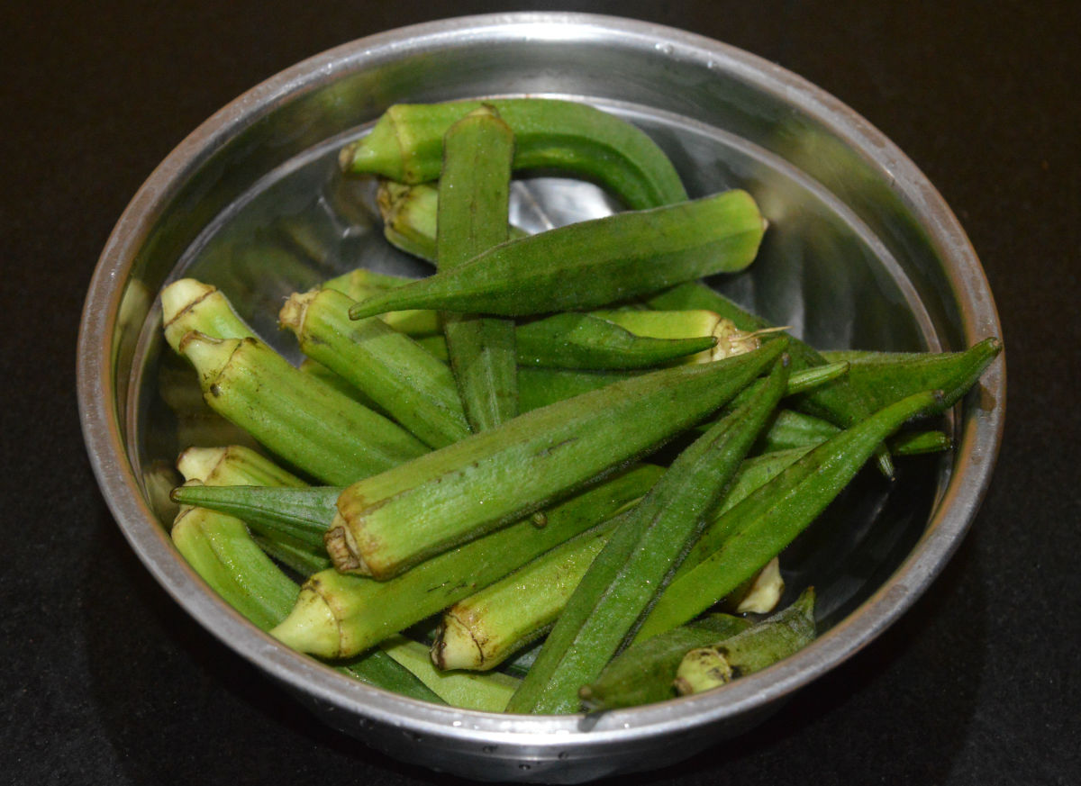 Step one: Wash okra and pat them dry with a cloth.