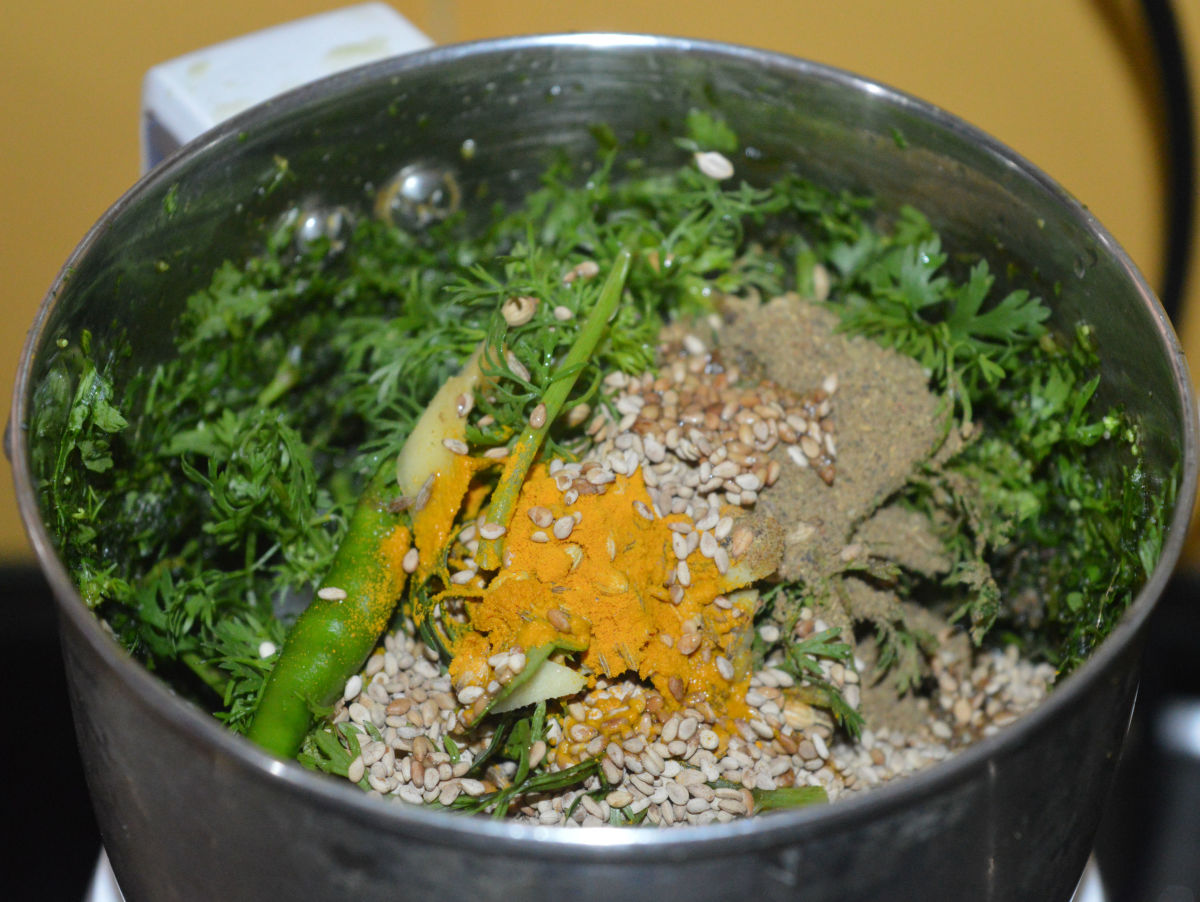 Step two: Make a paste of onion, coriander leaves, green chilies, roasted sesame seeds, ginger, turmeric powder, garam masala powder, cumin, coriander seeds, sugar, and lemon juice as per instructions.