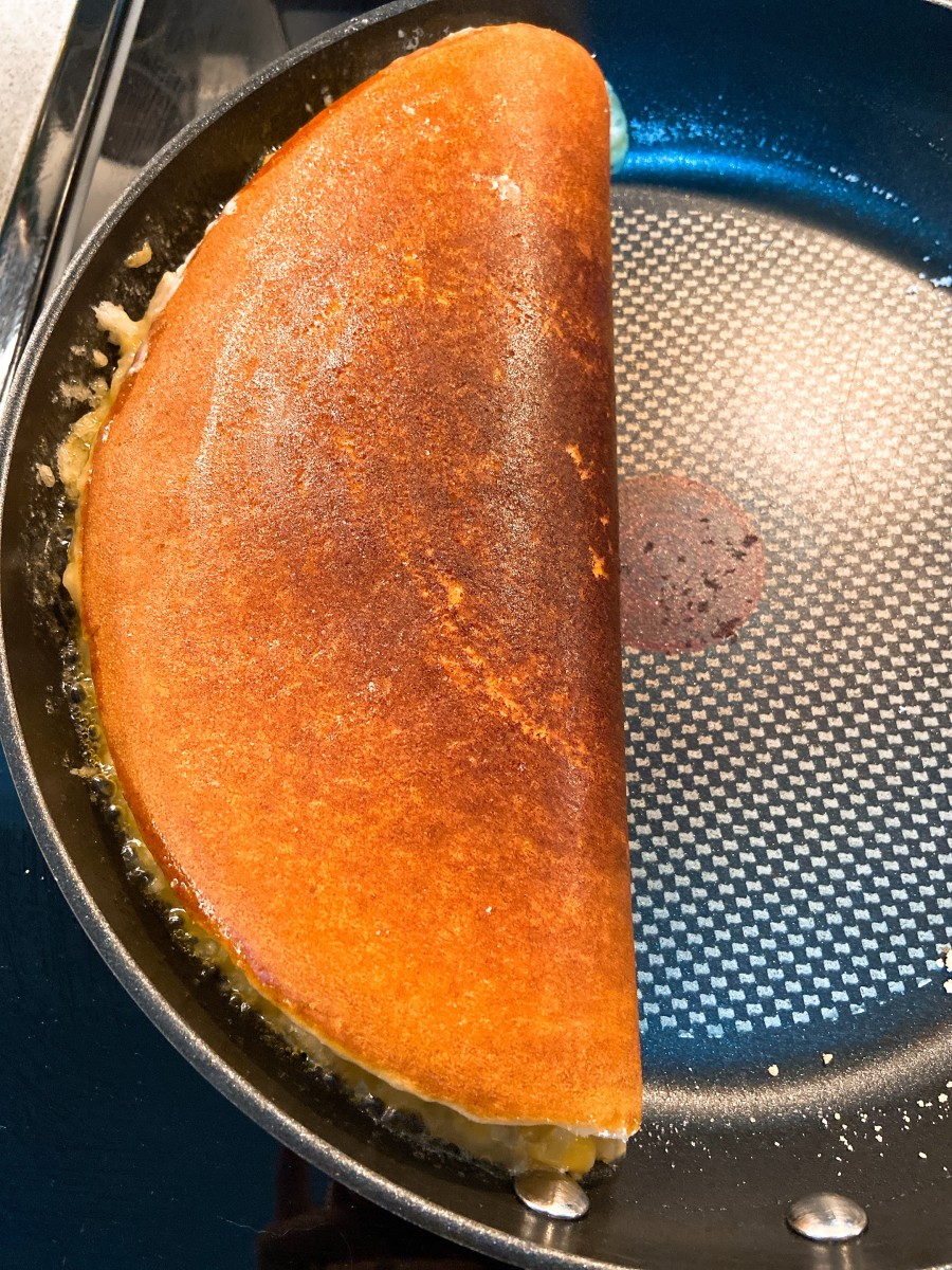 Let it sit for a few minutes before taking the pancake out from the pan.