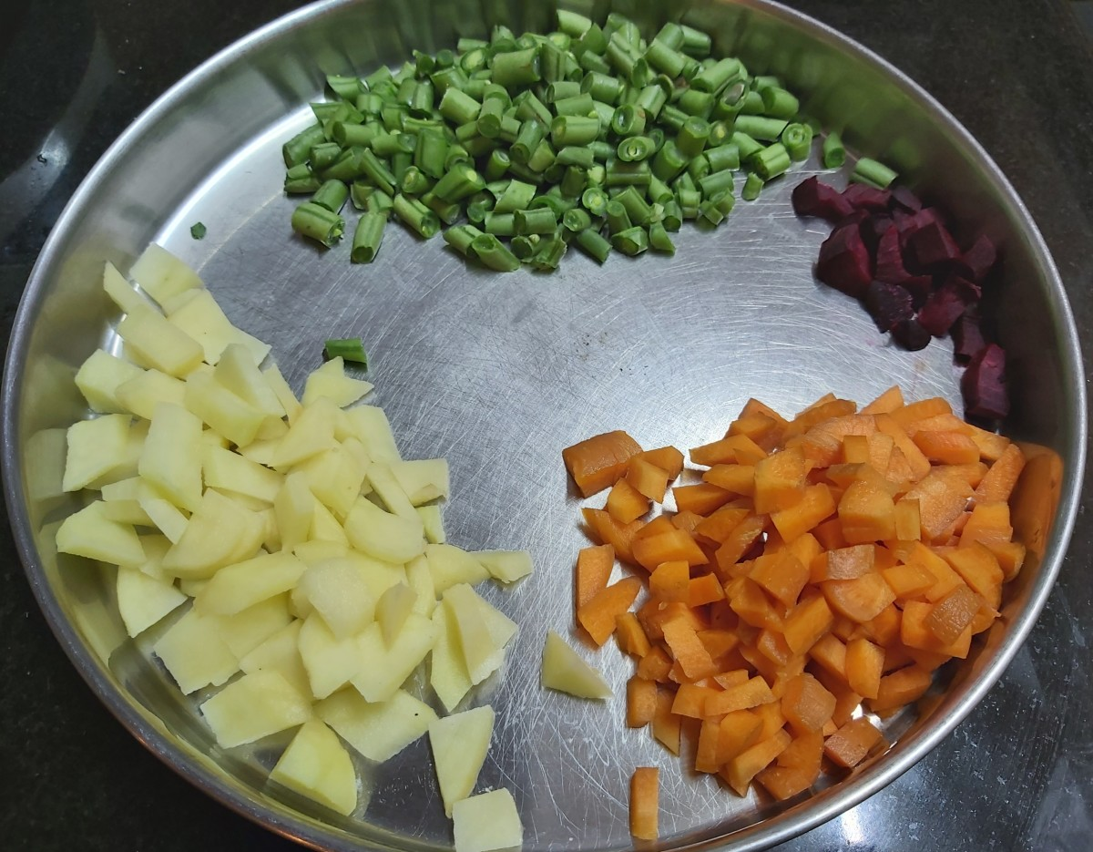 Wash, peel and chop carrots, beetroot and potatoes. Trim the ends and chop French beans. Set aside.