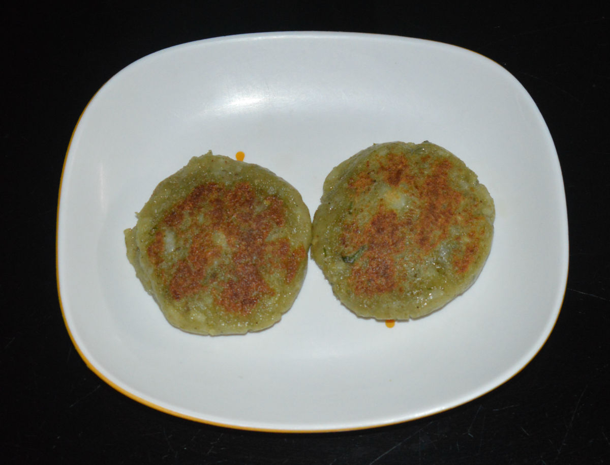 Step four: For serving ragda patties, place two patties one near the other on each serving plate.