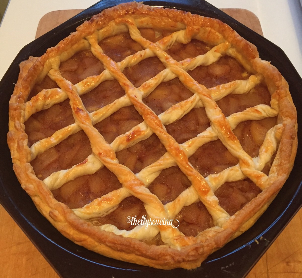 Apple pie ready to serve