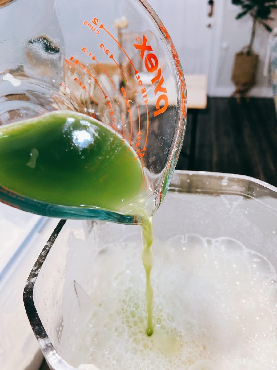 Add the pandan juice into the mixture.