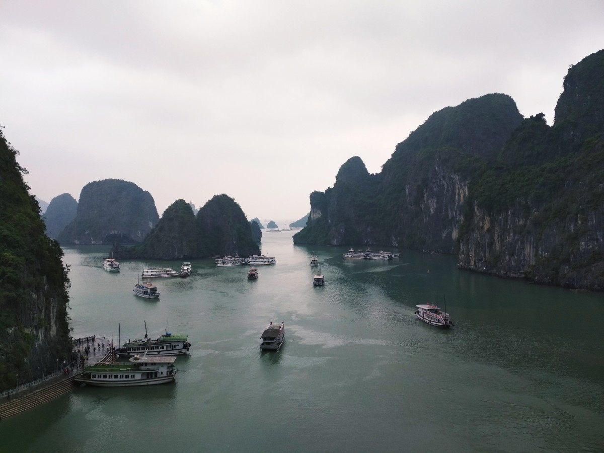 A beautiful view of Ha Long Bay.