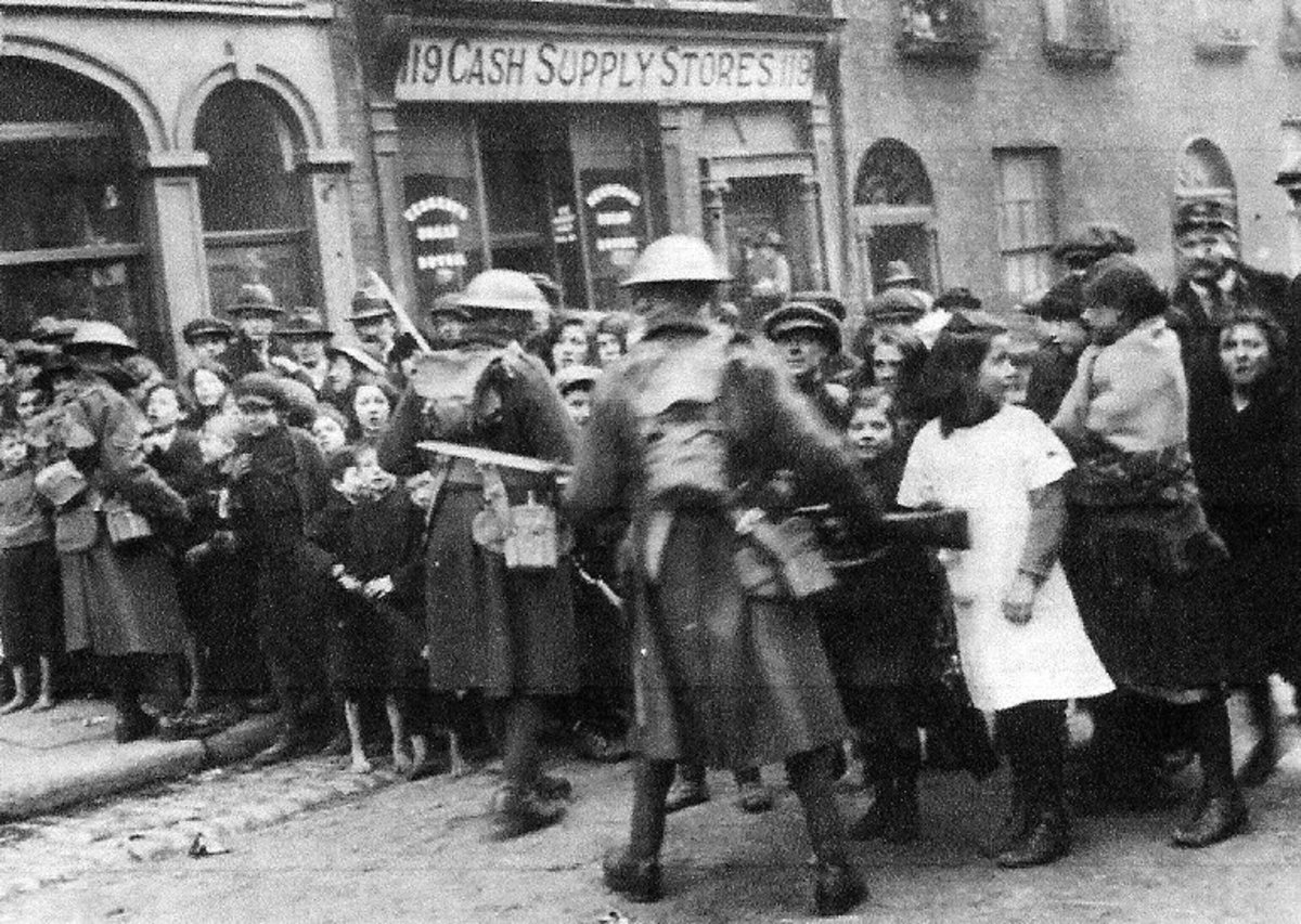 British soldiers on the streets of Dublin in 1920