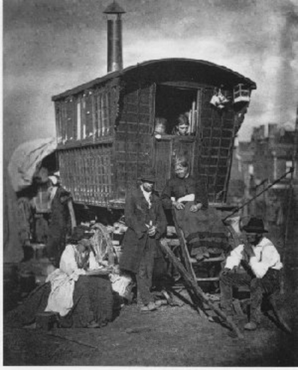AN EARLY READING WAGGON IN NOTTING DALE, LONDON, 1879