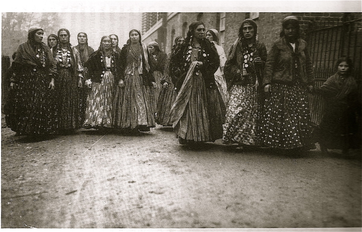 KALDERASH WOMEN ON THE MARCH IN ENGLAND, 1911